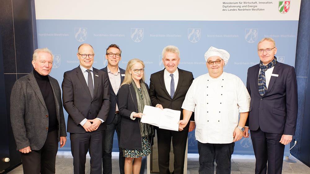 Überreichung der Heppendorfer Erklärung an NRW Minister Pinkwart